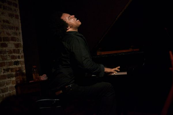 Eric Lewis Jams on the Piano (Photo by JenConsalvo.com)