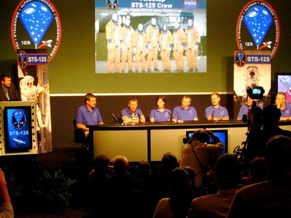 STS125crew